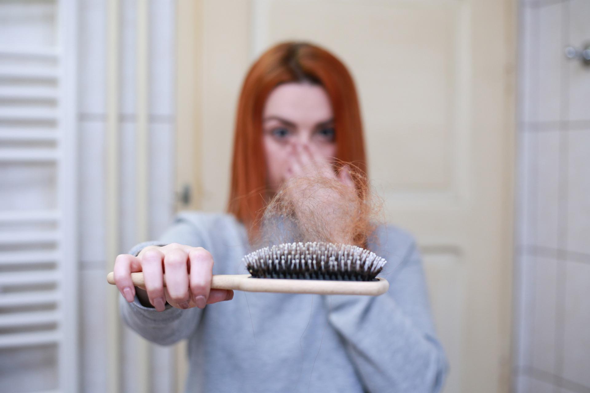 מה הקשר בין תזונה נכונה לנשירת שיער?